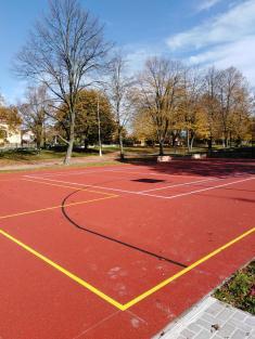 Víceúčelové sportovní hřiště za školami